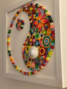 Quilling Work, Quilling Paper Craft, Paper Crafts Origami, Paper Quilling Patterns, Quilled Paper Art, Paper Quilling For Beginners, Newspaper Crafts, Button Crafts, Creative Crafts