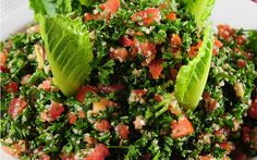 An authentic tabouli recipe (or tabbouleh as it was originally spelled), this healthy appetizer recipe doesn't just go with Middle Eastern recipes. Lebanese Recipes, Vegetarian Recipes, Cooking Recipes, Healthy Recipes, Tabouli Recipe, Eastern Cuisine, Middle Eastern Recipes, Arabic Food, Mediterranean Recipes