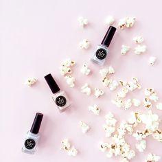 Never forget to have fun & wear soft pastels!!! // Los colores del 2016 son la mejor opción para tus manos! Ya los tienes? Encuéntralos en el LINK de nuestra BIO #toystyle #nailpolish #lavenderdream #touchofpink #2016 #coloroftheyear #popcorn #fun