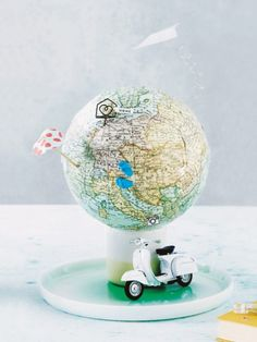 Self-made globe: subsidy for the travel fund, Money Bouquet, Travel Fund, Travel Souvenirs, Travel Crafts, Birthday Presents, Cool Diy, Globes, Little Gifts, Diy Beauty