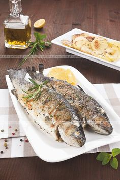 Ryba pieczona po trapersku Czech Recipes, Grilled Fish, Fish Recipes, Grilling, Pierogi, Turkey, Cooking Recipes, Meat, Healthy