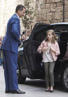 Los Reyes, sus hijas y la reina Sofía han llegado sobre las 12 horas en un coche conducido por don Felipe