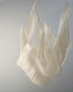 Främmande objekt som föreställer framtidens cellulosa. Medusa - Anna Lambrini Moisiadis.