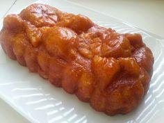 """I Dolci di Pinella: Torte morbideDosi:   3 uova ( circa 180 g) 180 g di zucchero semolato 180 g di burro  180 g di farina 1/2 bacca di vaniglia oppure 1/2 cucchiaino di cannella 3 mele medie* 2 cucchiai di confettura di albicocche    * Qualcuno, in casa, vuole proprio una torta di mele. Una torta """"fondante"""" in cui le mele si sentano tanto-tanto. Ecco perchè ne ho messe 4.. Ma..a questo punto...mi è parso di introdurre troppa acqua e ho deciso di inserire 3 g di lievito chimico che in una…"""