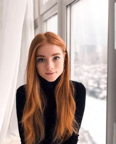 These gorgeous women have absolutely magnetizing eyes guaranteed to reel you in. Ginger Hair Color, Ginger Models, Red Hair Woman, Red Hair Don't Care, Strawberry Blonde Hair, Girls With Red Hair, Gorgeous Redhead, Beautiful Red Hair, Ginger Girls