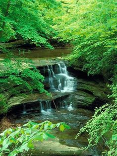 Starved Rock State Park — Waterfalls and gorgeous rock formations in Utica, Illinois