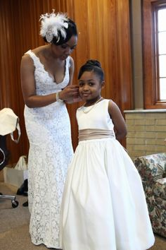 Vintage themed wedding, mother getting flower girl ready