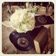 Flea market retro finds for wedding centerpieces #nozza