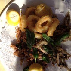 Fried calamari, fried fish