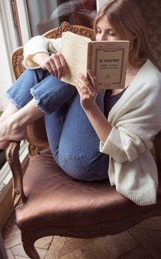 Mégane Lemiel by Camilo Acosta - Bücher Girl Reading Book, Woman Reading, Book Girl, Shooting Photo, Book Aesthetic, How To Pose, Book Reader, Book Photography, Book Lovers