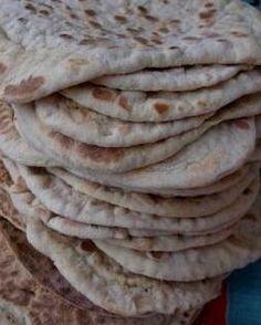 Här kommer receptet:SEGKAKORca 30-35 st1 l filmjölk1 dl sirap1 dl socker1 msk hjorthornssalt2 msk brödkryddor10-12 dl rågsikt10-12 dl vetemjöl OBS! Byt gärna ut 3-4 dl av mjölet mot kornmjöl så blir… Bagan, Bread Recipes, Cooking Recipes, Sunday Breakfast, Our Daily Bread, Fika, Bread Baking, Breakfast Recipes, Food And Drink