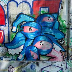 Wien, jetzt oder nie! 7/9 . Grafitti-Momente von Wiener Donaukanal. Kostenloses eBook über die Donaumetropole: www.yumpu.com/s/bwFfCdUnQc2g4SRB   #vienna #austria #welovevienna #viennanow #österreich #streetart #art #artist #urban #streetphotography #graffitiart #travel #photooftheday Graffiti Art, 360 Grad Foto, Street Photo, Smurfs, Ebooks, Fictional Characters, Pictures, Tourism, Destinations