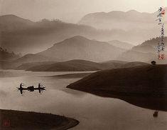 D'origine chinoise , Don Hong-Oai , né en 1929, a appris les techniques de peinture chinoise a Taiwan avec un maître en la matiére , Long...