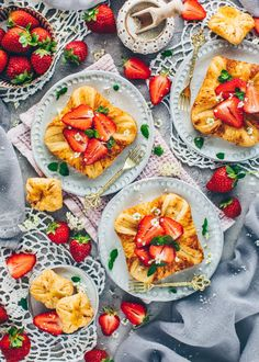 Danish Pastry with Custard and Strawberries Fruit Jam, Fresh Fruit, Pastry Recipes, Dessert Recipes, Easy Homemade Desserts, Gluten Free Brands, Croissant Recipe, Puff Pastry Dough, Cashew Butter