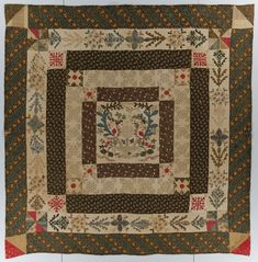 This medallion quilt was made by Bridget Hogan in County Wexford, Ireland circa 1834. (IQSCM 1997.007.0854) #quilts #Ireland