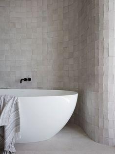 Australian Interior Design, Interior Design Awards, Interior Colors, Bathroom Interior Design, Quirky Home Decor, Cheap Home Decor, Luxury Homes Interior, Home Interior, Modern Interior