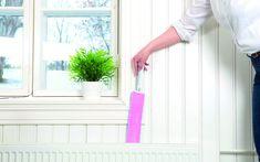 Patterien taustat, kodinkoneiden välit, korkeat paikat, koriste-esineet ja muut hankalat paikat jäävät usein arjessa siivoamatta. Lue miten pölyt ja roskat on helppo poistaa haastavistakin pesistä. Cleaning, Tips, Home Cleaning, Counseling