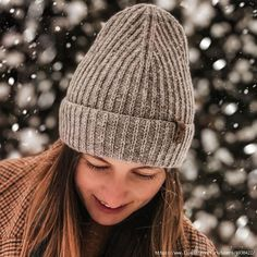 Стильная шапка спицами. МК. Sewing Clothes, Crochet Clothes, Cable Knitting Patterns, Beanie Hats For Women, Scarf Hat, Winter Outfits Women, Knitting Accessories, Mittens, Knitted Hats