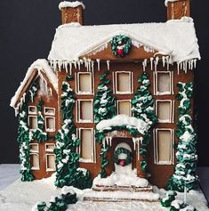 100 Gingerbread House Ideas to give your Christmas Party a Delicious Dose of Happiness - Hike n Dip - - Thinking about Gingerbread house decorating party? Then you have to have a look at these delicious and cute Gingerbread house ideas right here. Homemade Gingerbread House, Halloween Gingerbread House, Graham Cracker Gingerbread House, Cool Gingerbread Houses, Gingerbread House Designs, Gingerbread House Parties, Gingerbread Village, White Gingerbread House, Gingerbread House Decorating Ideas