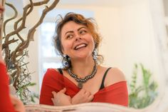 Smiles and necklaces – Alex Gurau Photo Female Portrait, Art School, Fashion Necklace, Portraits, Necklaces, Smile, Photography, Women, Photograph