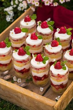 These layered Christmas trifle recipes were made for sharing. Whether you want something fruity or something chocolatey, a trifle is a great holiday dessert. Dessert In A Jar, Dessert Aux Fruits, Mini Dessert Cups, Mini Dessert Shooters, Trifle Desserts, Dessert Recipes, Shot Glass Desserts, Mini Strawberry Shortcake, Strawberry Triffle