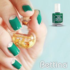 """Este fin de semana puedes a darle un color intenso a tus uñas con nuestro """"Go Green"""" #Bettina #NailEnamel #nails #manicure #pedicure"""