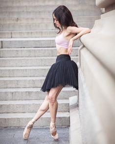 Turnout ✨✨ . . . @flexistretcher @capezio #ballerina