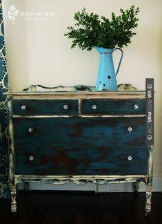 Love this! - chalk paint dresser | CHECK OUT MORE DRESSER IDEAS AT DECOPINS.COM | #dressers #dresser #dressers #diydresser #hutch #storage #homedecor #homedecoration #decor #livingroom
