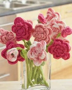 Crochet a lasting bouquet of roses in three shades of pink with this crochet flower pattern. This Pink Rose Bouquet Crochet Flowers Pattern would make a beautiful centerpiece or decorative accent on a dining room table. Diy Tricot Crochet, Crochet Gratis, Crochet Motifs, Crochet Amigurumi, All Free Crochet, Love Crochet, Simple Crochet, Holiday Crochet Patterns, Crochet Flower Patterns