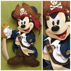 Escultura em Papel Mickey Mouse Pirata Pirate Mickey Mouse. Disney Paper Sculpture by Karin Arruda. Disney fine art - Disney fan art