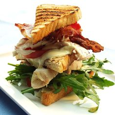 club sandwich  med kylling og bacon