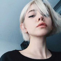 Short-Blonde-Hair - Peinados y pelo 2017 para hombre y mujeres Short Blonde, Blonde Hair, Blonde Goth, Hair Inspo, Hair Inspiration, Short Hair Cuts, Short Hair Styles, White Hair, Short Girls