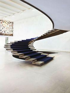 Escada flutuante Arquiteto: Oscar Niemeyer Fotógrafo: Fran Parente Fonte: AD Espanha Janeiro 2013