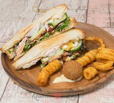 My ultimate club sandwich - Recepten - Sandwich Recipes Pizza Sandwich, Sandwich Recipes, Bacon Ei, Kip Bacon, Wrap Sandwiches, High Tea, Soul Food, Hot Dog Buns, Tapas