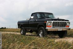One of the nicest F-150 models Ford ever made. I think they only made this front end for 2 years (78 & 79).