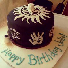Supernatural birthday cake Bolo Supernatural, Supernatural Birthday Cake, Supernatural Fashion, Supernatural Christmas, Fancy Cakes, Cute Cakes, Artist Cake, Family Business, Superwholock