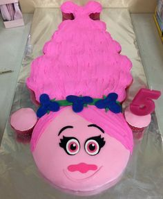 How to make a Princess Poppy cake with pull-apart cupcake hair: step by step tutorial to make a Trolls Princess Poppy Cake birthday cakes for girls) Princess Poppy Birthday Cake, Birthday Cake Girls, Birthday Fun, Birthday Ideas, Birthday Cakes, Trolls Birthday Party Ideas Cake, Princess Cakes, Princess Party, Pull Apart Cake