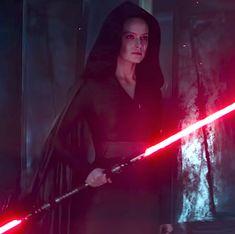 Rey Dark Side Star Wars The Rise of Skywalker Theory - Rey's Double Bladed Lightsaber Explained Rey Cosplay, Rey Star Wars, Rey Dark Side, Star Wars Images, Star Wars Wallpaper, Star Wars Poster, Star Destroyer, Last Jedi, Nerd