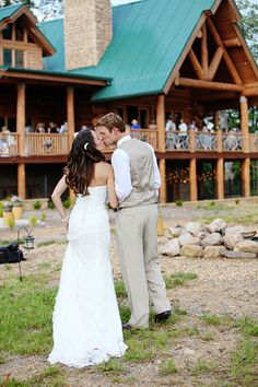 Rustic mountain wedding- at a private cabin - gatlinburg, TN  Photographer- Contrastphoto- http://contrastphoto.net/