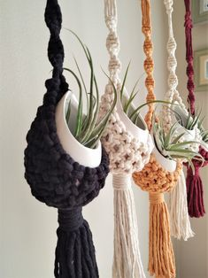Crochet Plant Hanger, Macrame Plant Hanger Patterns, Macrame Plant Holder, Macrame Plant Hangers, Macrame Patterns, Plant Holders, Macrame Design, Macrame Art, Macrame Projects