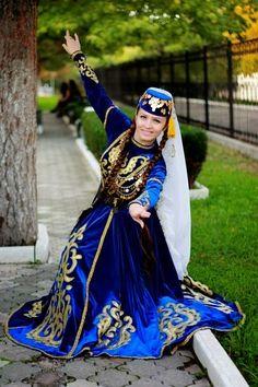 Türk kızı Hijab Fashion, Fashion Outfits, Womens Fashion, Crimean Tatars, Native Wears, Fashion Illustration Sketches, Folk Costume, Historical Clothing, World Cultures