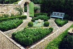 low parterre with ball centerpiece