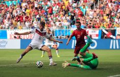 Thomas Muller of Germany against Portugal in the 2014 World Cup Thomas Muller, World Cup 2014, Premier League, Pitch, Fifa, Superstar, Cool Pictures, Portugal, Germany