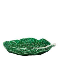 Köksserien Cabbage är en serie mycket detaljrika och realistiskt återgivna skålar och fat föreställandes kålblad, formgivna av keramikern Bordallo Pinheiro. Decorative Bowls, Cabbage, Plant Leaves, Ost, Home Decor, Kitchen, Products, Smooth, Decoration Home