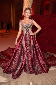 Blake Lively's Met Gala Look Is So Regal, It's Like She's Tr.-Blake Lively's Met Gala Look Is So Regal, It's Like She's Trying to Join the Royal Family Blake Lively at the 2018 Met Gala - Blake Lively Moda, Blake Lively Style, Blake Lively Dress, Dinner Gowns, Evening Gowns, Gala Dinner, Gala Dresses, Red Carpet Dresses, Sarah Jessica Parker