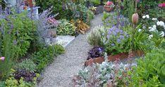 Ihrem Garten fehlt das gewisse Etwas? Begnügen Sie sich nicht mit Standardlösungen sondern wagen Sie sich an eine individuelle Gestaltung. Mit unseren Profi-Tipps rund um die Gartenplanung können Sie Ihrem kleinen Paradies mehr Pfiff geben.