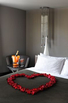 Awesome Valentine Hotel Room Ideas