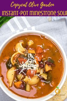 Instant- Pot Minestrone Soup Homemade Instant-Pot Minestrone Soup - so hearty, comforting and super popular around here! Skip the trip to Olive Garden! Healthy Dinner Recipes, Soup Recipes, Vegetarian Recipes, Chicken Recipes, Vegan Soups, Vegan Meals, Olives, Olive Garden Minestrone Soup, Turkey Broth