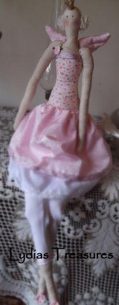 A maioria das mulheres são apaixonadas pelas bonecas Tilda.   Digo mulheres porque é uma boneca cheia de detalhes e colecionável.   O tu...