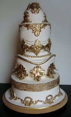 Baroque Wedding Cake #WeddingCakes #Weddings